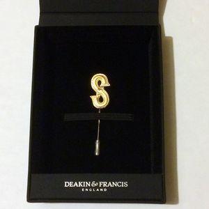 Deakin & Francis x Kingsman Gold Statesman Pin